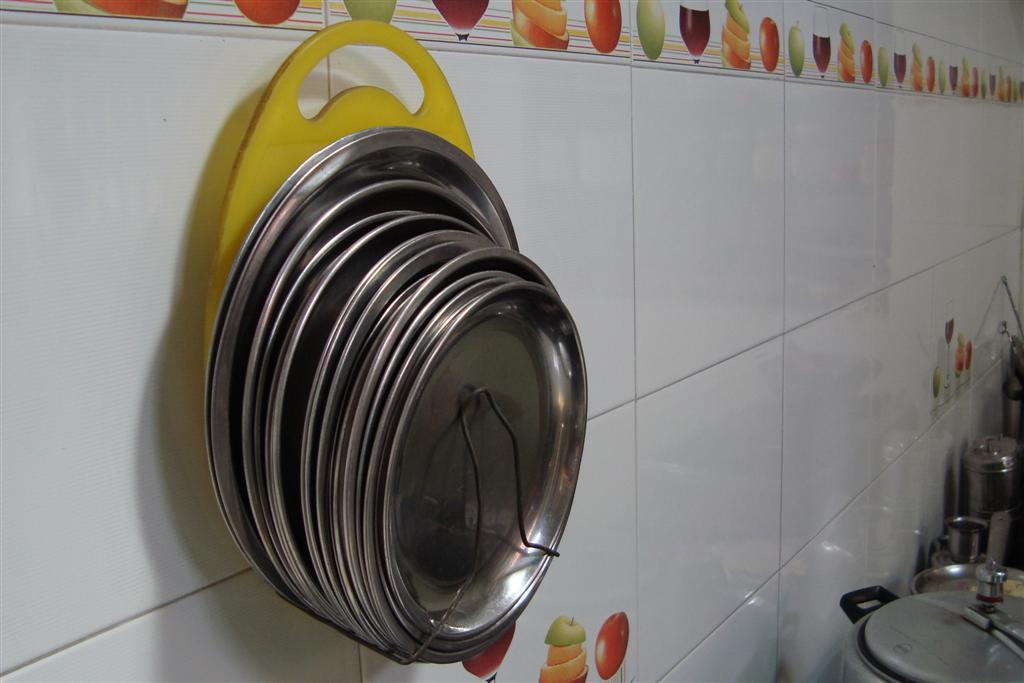 Plate holder in the kitchen : plastic plate stands - pezcame.com