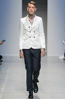 мъжки костюм черен панталон с бяло сако