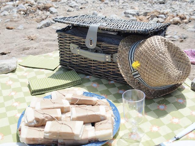 picnic en la playa cesta