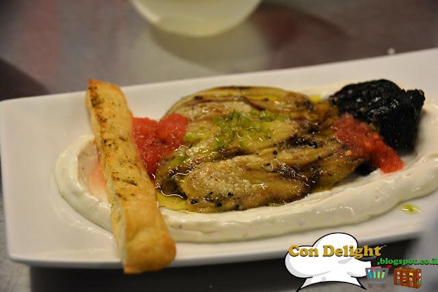חציל שרוף בלאבנה קפה ג'ו Joe's cafe labaneh with burnt eggplant
