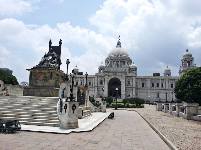 Beauty of Victoria Memorial, Queen Victorial, Pathway to Victoria Memorial