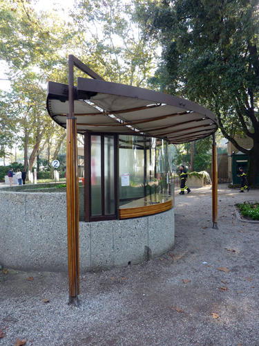 Podio los pabellones de los jardines de la bienal de venecia for Jardines venecia