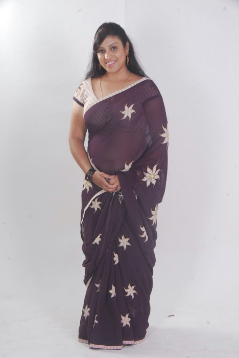 uma character artist in saree hot photoshoot