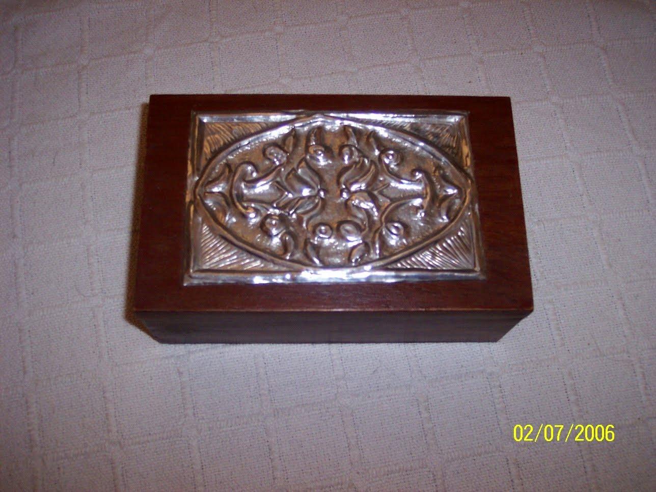 Manualidades caja madera y esta o for Manualidades con estano