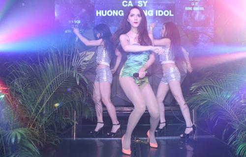"""Ngày 15/9, cô sẽ ra mắt MV """"Em đẹp nhất đêm nay"""" - một sáng tác của nhạc sĩ Tăng Nhật Tuệ dành riêng cho cô."""