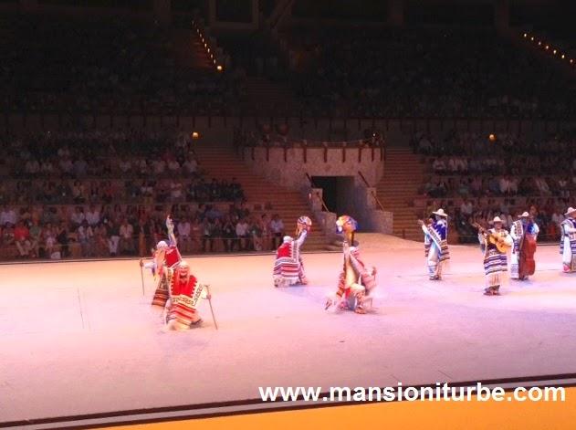 Presentación de la Danza de los Viejitos en el Tianguis Turístico de México