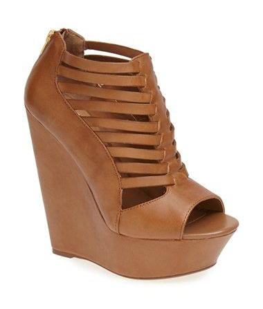 Steve Madden sandal. Wishlist at www.forarealwoman.com #shoes #gladiator