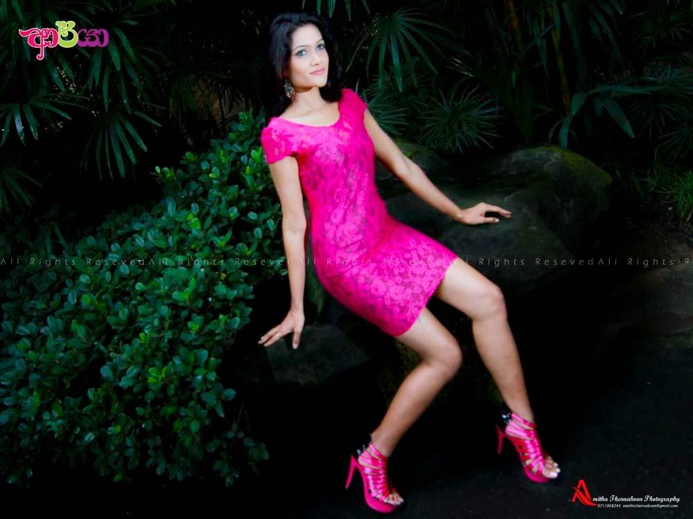 Chulakshi Ranathunga legs pink