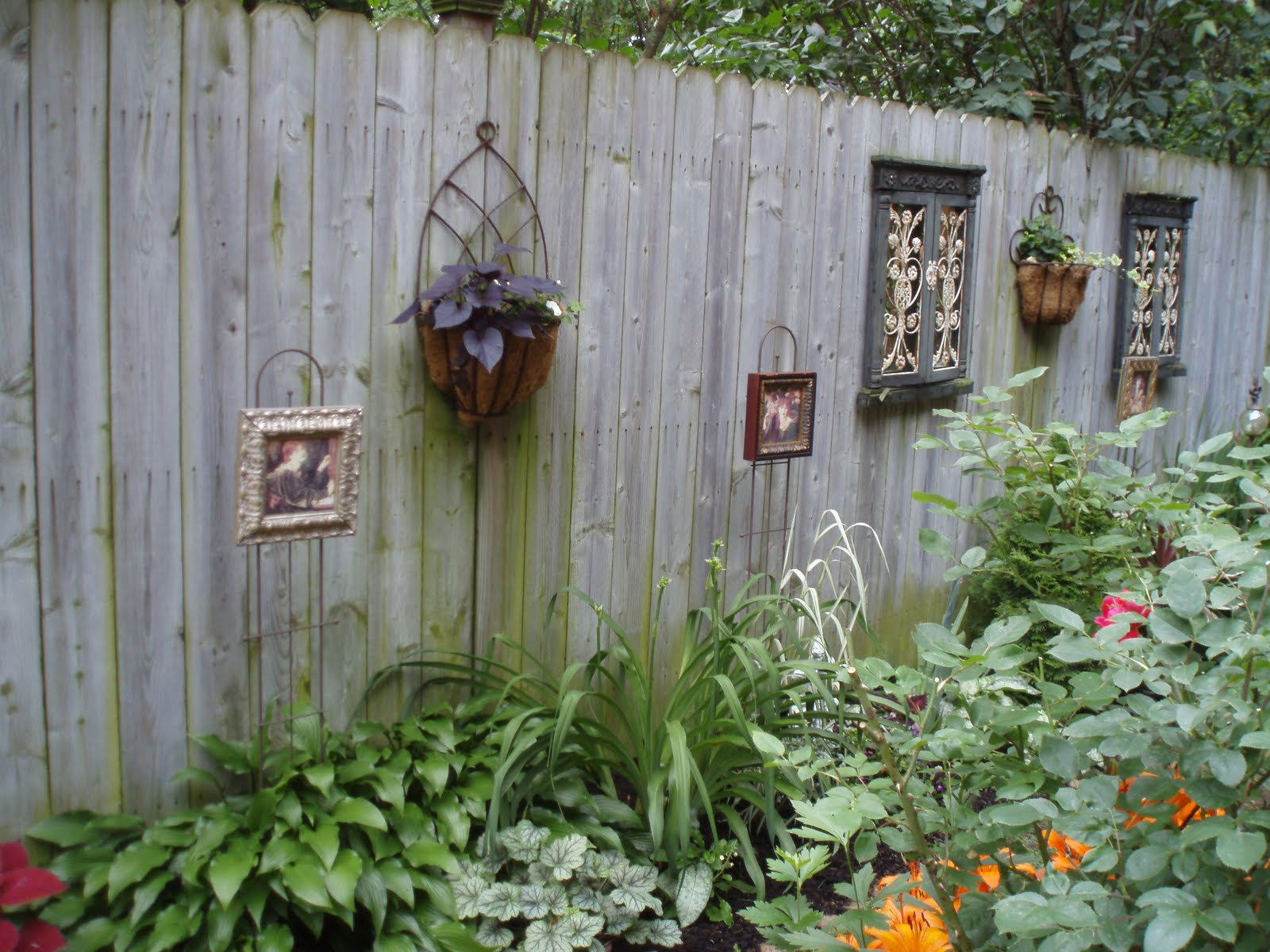 Bee Balm Gal Saratoga 39 S Secret Gardens 2011