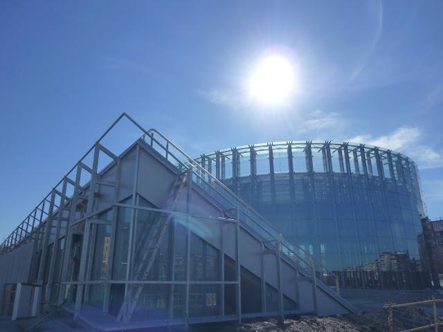 AASB visita CREAA. Contraluz del edificio del Circo
