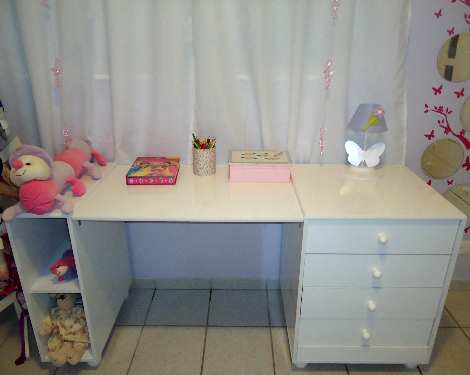 berço transformou se nessa escrivaninha que ocupou o lugar da cômoda #703E3B 1600x1277