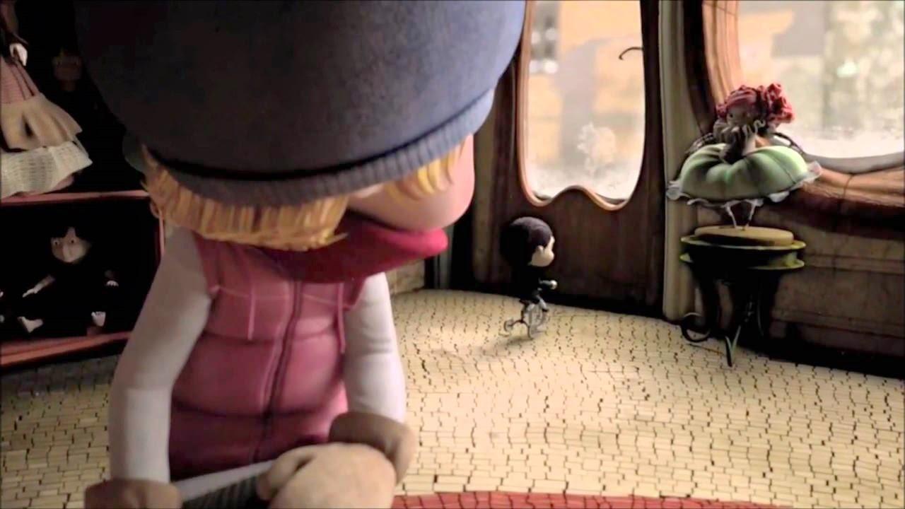 alma ruh kisa animasyon filminde oyuncak magazasinda testere filmindeki bisikletli adama benzeyen oyuncak