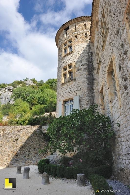 entrée du château de Vogüé photo blachier pascal