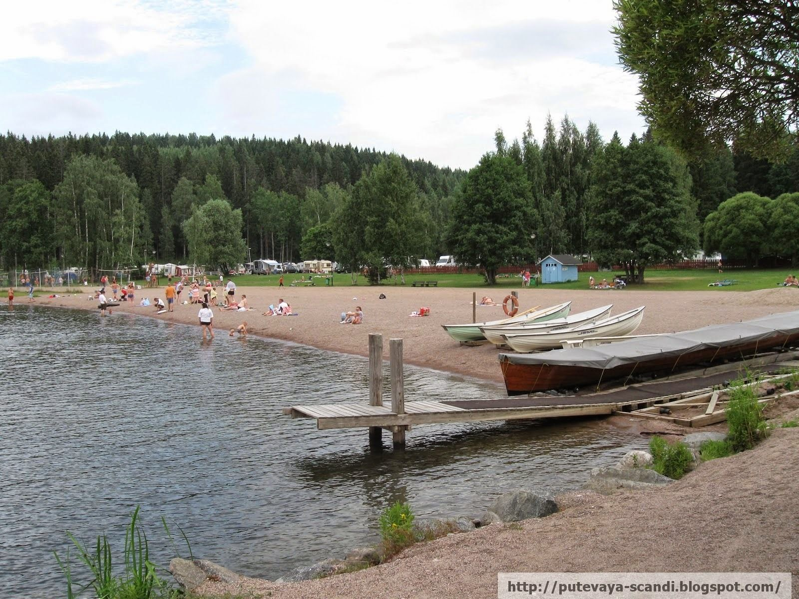 Sunbathes in Finnish style