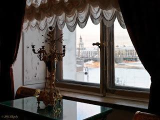 Деревянное окно с кремонами в Эрмитаже
