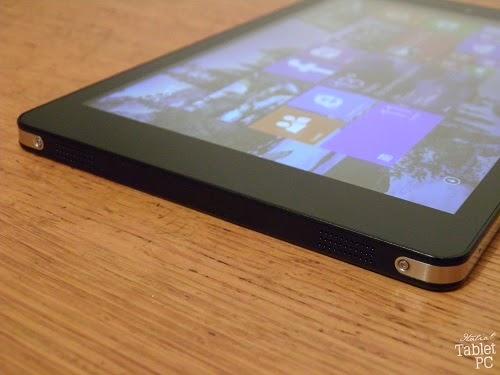Mediacom SmartPad iPro W810, lato inferiore con altoparlanti stereo