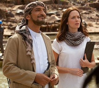 """Emily Blunt e Amr Waked em cena do filme """"Amor Impossível"""""""