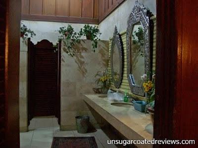 comfort room toilet at Barbara's Restaurant Intramuros