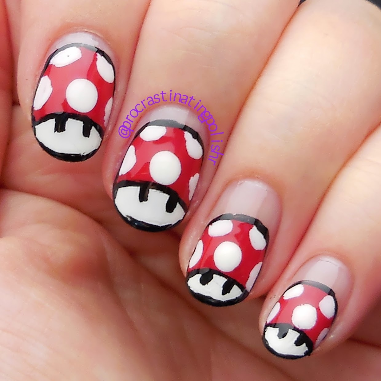 Super Mario Bros 3 nail art - Super Mushrooms 31DC2014
