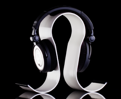 curved aluminum headphone stand