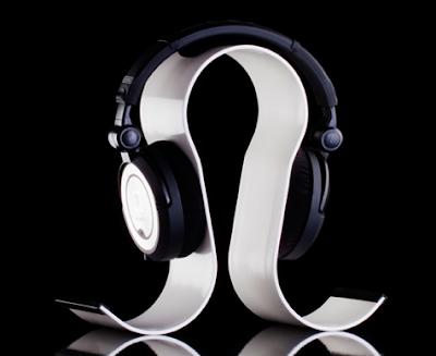 curved aluminum headphone stand