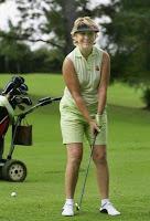 jugando golf en RACE