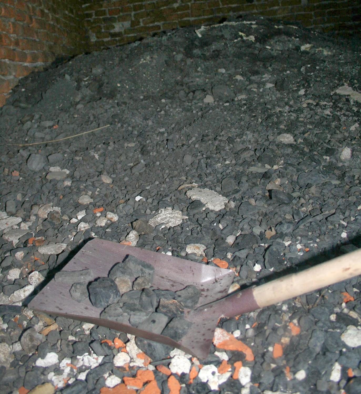 Collecting coal / coke