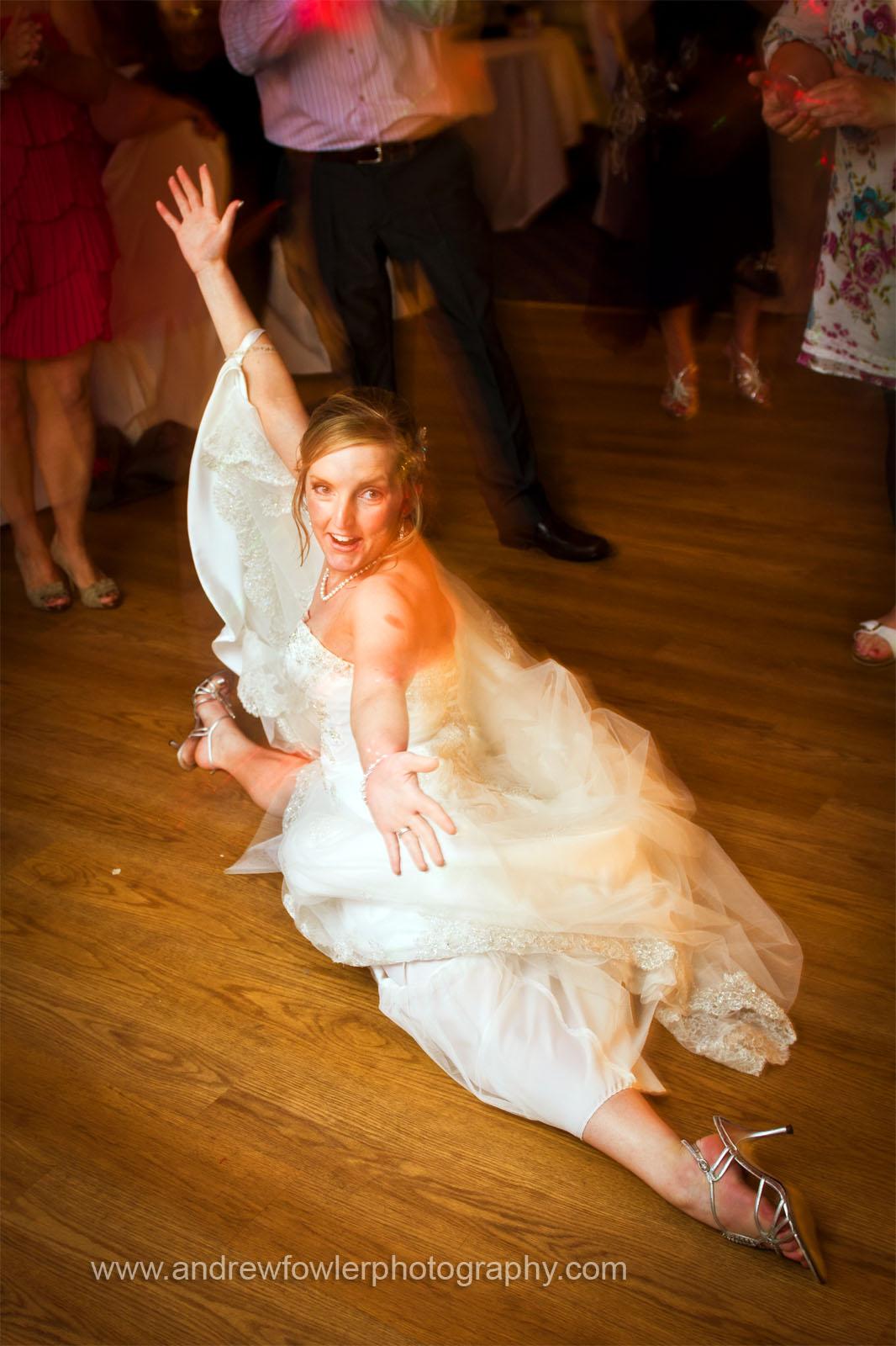 http://4.bp.blogspot.com/-uIzy0kbiQNg/TdrSE7hCIoI/AAAAAAAABI8/zdQPfDd3IAY/s1600/Bridge_Inn_Wedding_21.jpg