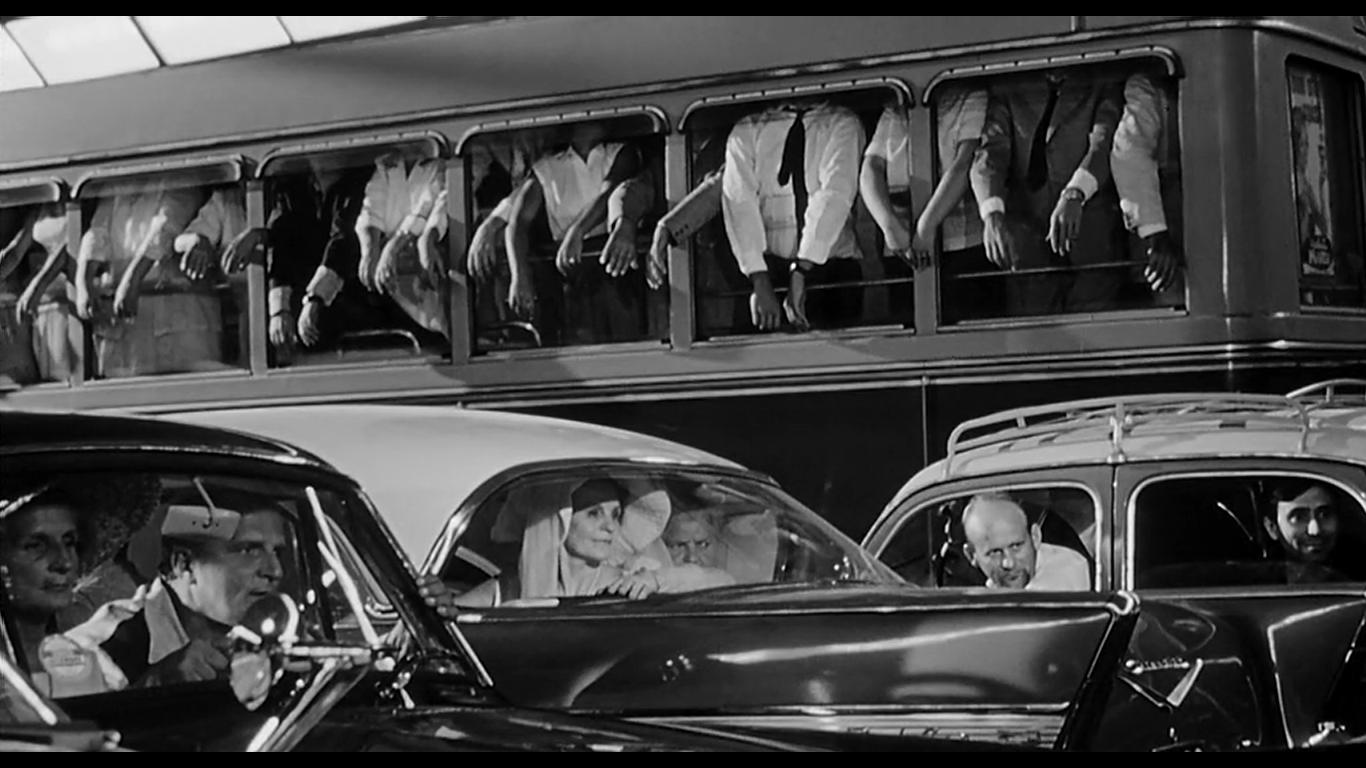 fellini-bus-scene-8.5.png