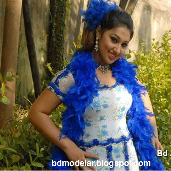 Dallywood Hot Actress Apu Biswas is preparing herself for movie