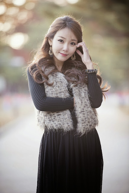 2 Beautiful Lee Da Hee outdoors - very cute asian girl-girlcute4u.blogspot.com