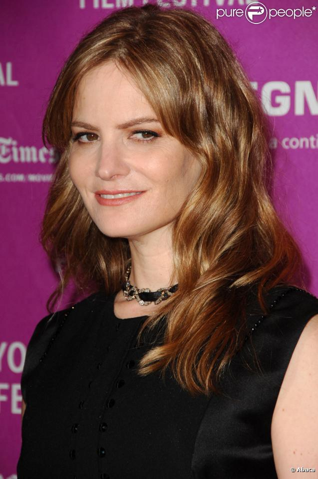 Jennifer Jason Leigh Height, Weight And Body Measurements