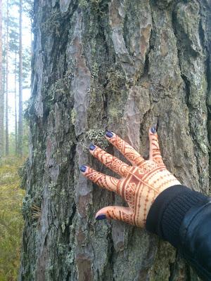 мехенди и дерево