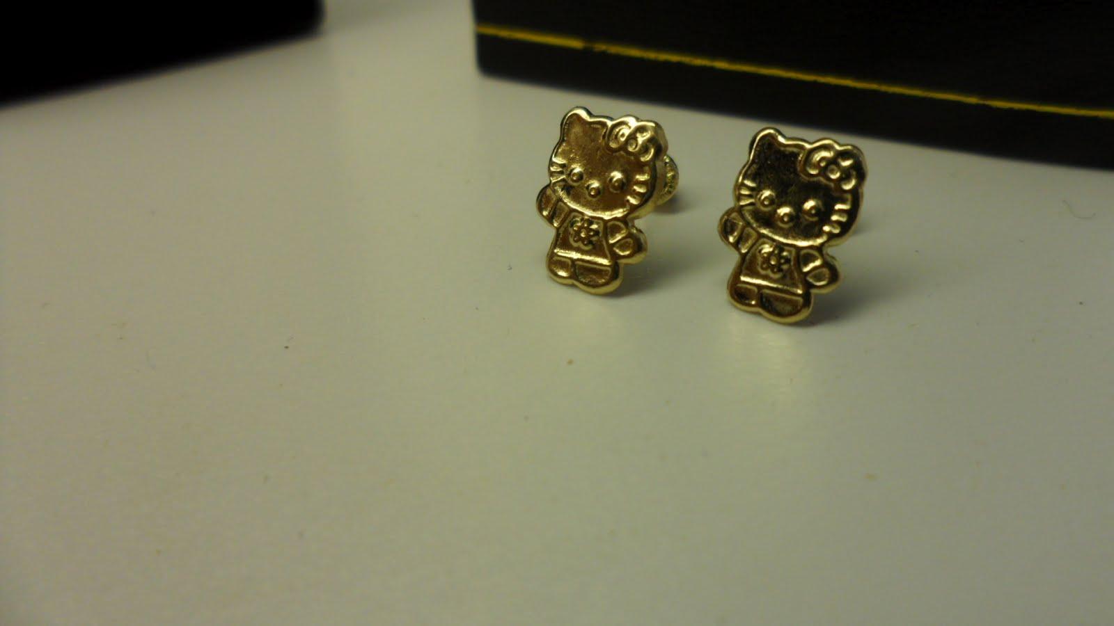 Hello Kitty Gold Earrings.: Hello kitty 14k gold stud earrings