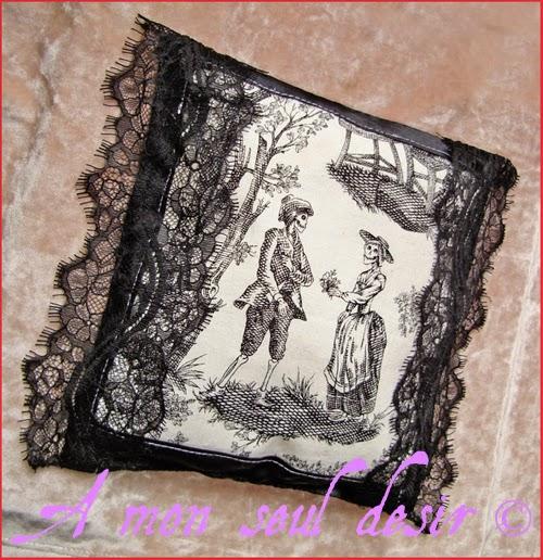 Coussin Toile de Jouy Squelette Gothique Victorien Romance d'Outre Tombe