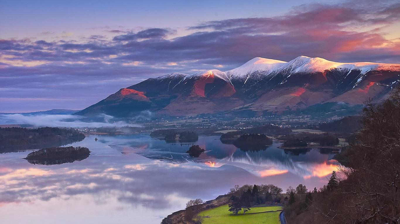 Sun rising over Skiddaw Mountain and Derwentwater in Cumbria, England (© Graeme Campbell Photography/Getty Images) 363