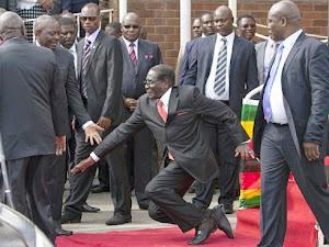 Thumbnail image for 27 Pengawal Digantung Tugas Kerana Biarkan Presiden Terjatuh
