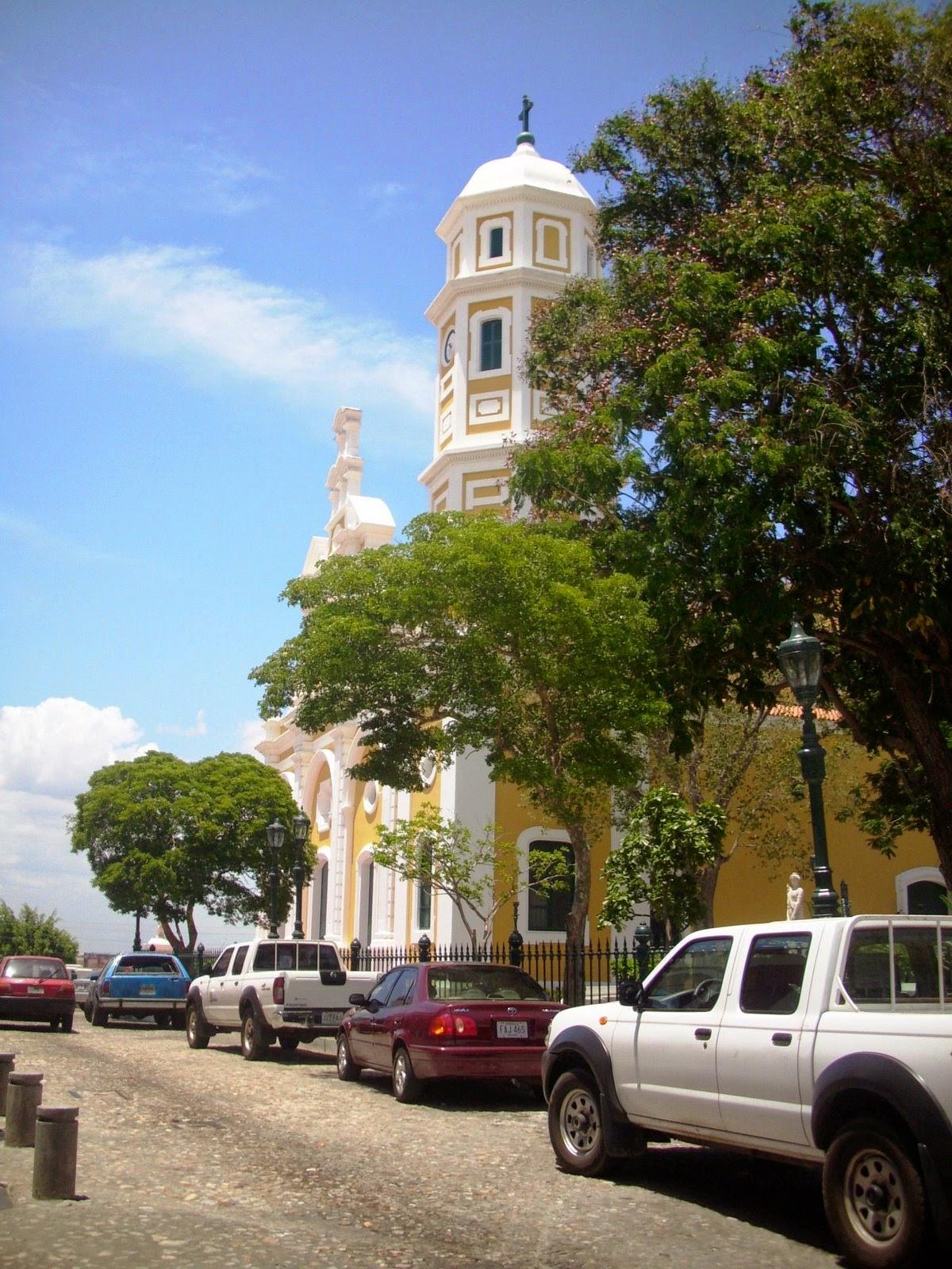 http://hemisferiosurguayana.blogspot.com/2009/05/ciudad-bolivar-tres-imagenes-del-casco.html