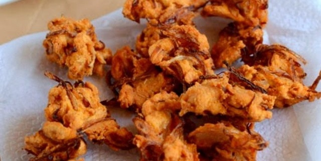 colors of onion - Onion Pakoda