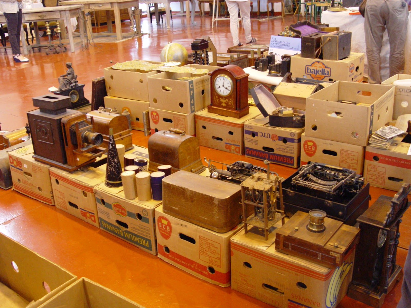 Feria de antig edades de torrelavega la medida del tiempo for Muebles torrelavega