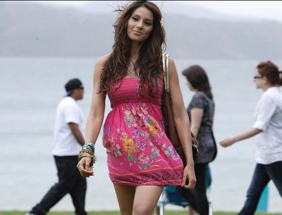 Bipasha Basu Glamorous Wallpapers for Players Movie
