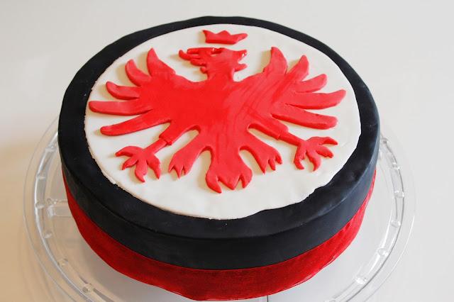 Eules welt eintracht frankfurt fondant torte for Kuchen frankfurt