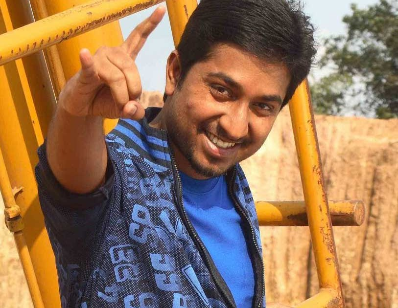 Vineeth sreenivasan upcoming movies / Here comes the boom online movie