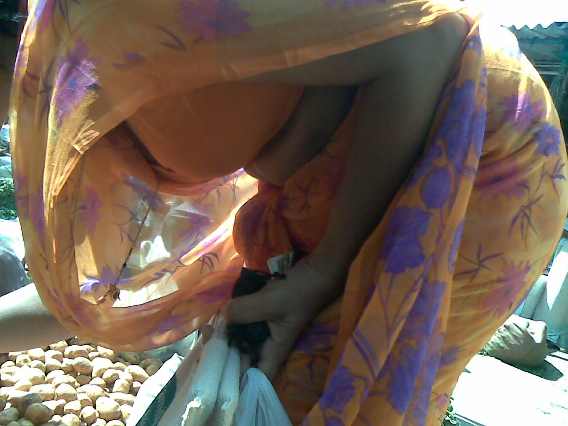 Blouse Cleavage Hot Aunty