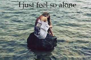 صورة بنت لا تشعر الا بالوحدة الشديدة