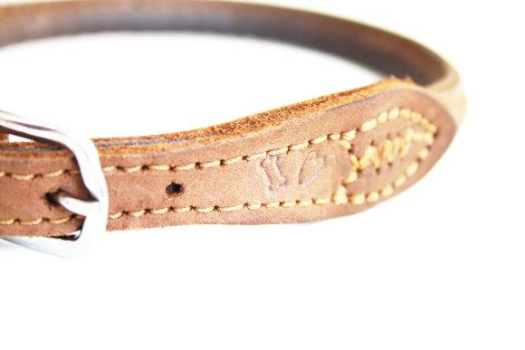 Halsband aus Leder mit DIY Schlagstempel Motiven