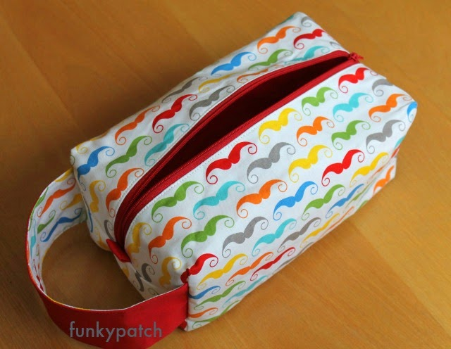 "neceser ""boxy pouch"" con divertida tela de moustachos handmade por funkypatch"