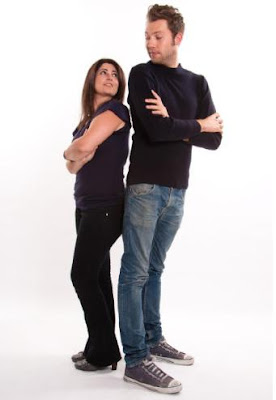 لماذا تفضل النساء الرجل طويل القامة - tall man short woman