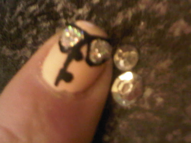 nailart with glitter and texture