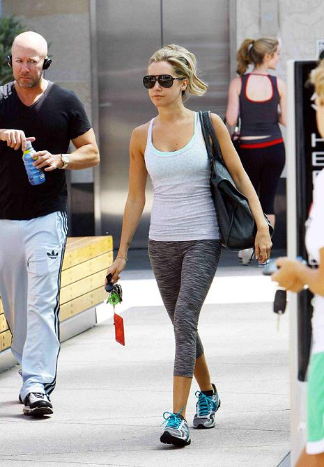 Equinox San Diego >> Ashley Tisdale Ashley Tisdale In The Equinox Gym July 23